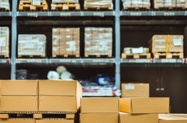 """Stack of cardboard boxes in smart warehouse industry logistic. Premium Photo"""